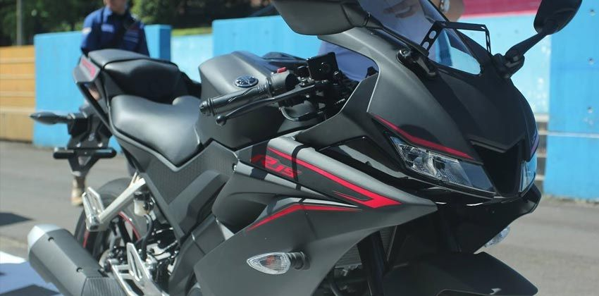 Yamaha YZF-R15 FRONT
